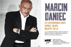 Marcin Daniec na scenie MOKSiR w Chełmku